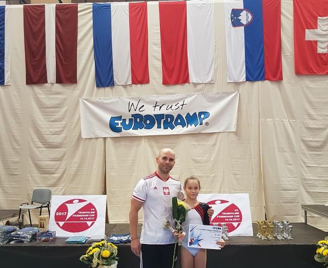 Julia Siepietowska i trener Adam Antoszczyk