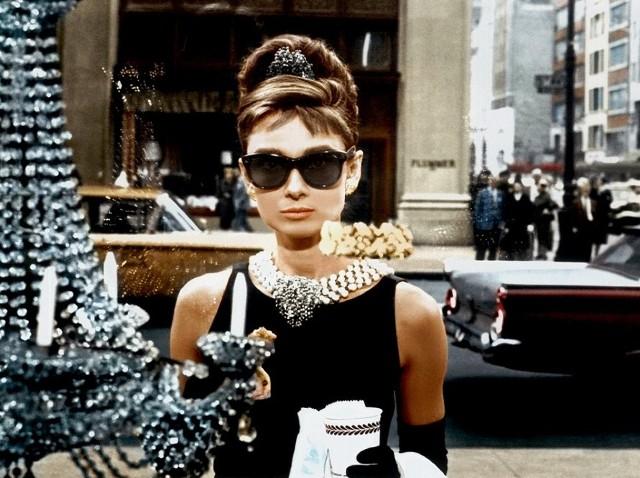 """W ramach cyklu """"Letnie tanie kinobranie"""" odbędzie się """"Kultowe kinobranie"""", podczas którego zobaczymy klasyczne filmy z historii kina - w tym """"Śniadanie u Tiffany'ego"""" z Audrey Hepburn"""