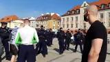 Białystok. Policja przerwała happening na Rynku Kościuszki. Miał odbyć się darmowy trening na świeżym powietrzu