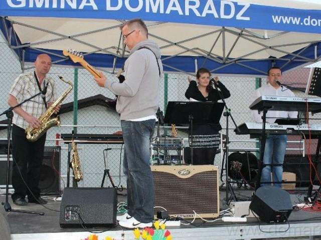 Skład zespołu: Ewa - wokal Darek - Aranzer instrument klawiszowy, akordeon, wokalArek - gitara elektryczna, saksofon altowy, akordeon, wokalLeszek - saksofon tenorowy