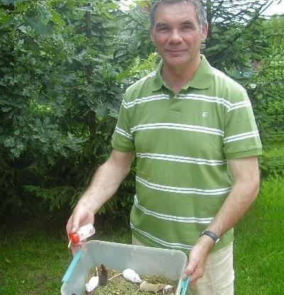Adri Hoogendijk nie chciał podnieść do zdjęcia myszy za ogonek. Mówi, że to zbyt okrutne. - Jeśli już mysz ma ginąć, to niech będzie to zgodne z naturą, w szponach drapieżnego ptaka.