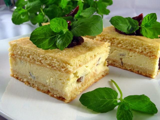 Sernik gotowany przygotowuje się nieco inaczej niż sernik tradycyjny. Zobaczcie przepis!