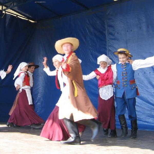 LGD zorganizowała m.in. siedem imprez integracyjnych; na zdjęciu pokaz tańców ludowych podczas pożegniania lata w Działyniu.
