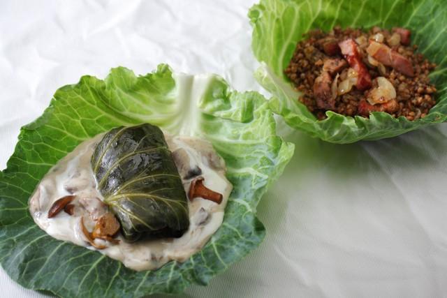 Gołąbki z kaszą gryczaną i sosem grzybowym.