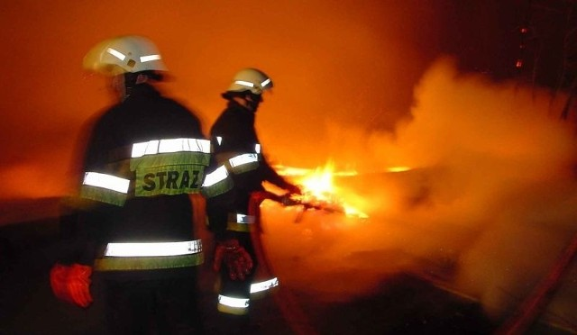 Akcja strażaków trwała 5 godzin i 23 minuty. Przyczyną pożaru było zaprószenie.