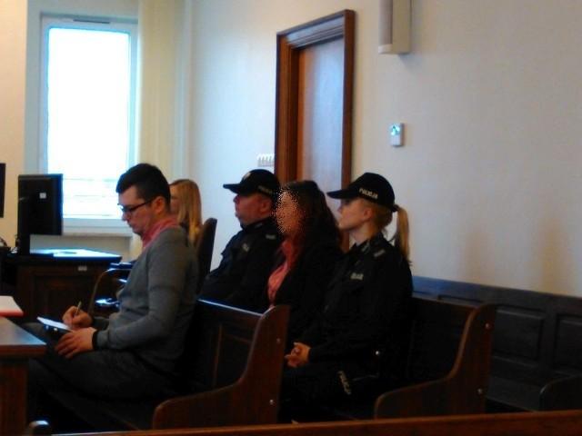 Barbara M. była na ogłoszeniu wyroku. Policjanci dowieźli ją w kajdankach z aresztu.