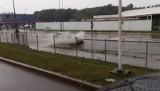 Gdzie jest burza 30.08.2020? Białystok zalany po ulewie. Ulica Produkcyjna jak jezioro (ZDJĘCIA)
