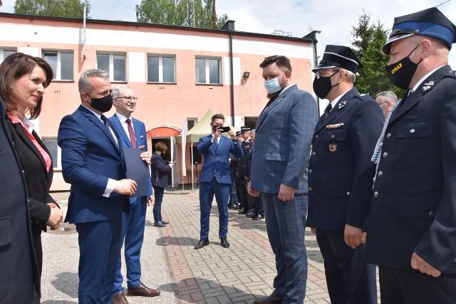Promesa od wojewody, gratulacje od posłów dla przedstawicieli gminy Koronowo. 25 maj to dla miejscowej jednostki OSP ważny dzień
