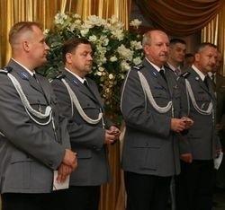 Szefostwo naszej policji w komplecie: komendant wojewódzki, Igor Parfieniuk (drugi z prawej), komendant miejski, Janusz Pawelczyk (drugi z lewej) i jego zastępcy: Stanisław Szcześniak (z lewej) i Tadeusz Zdziarstek (z prawej)