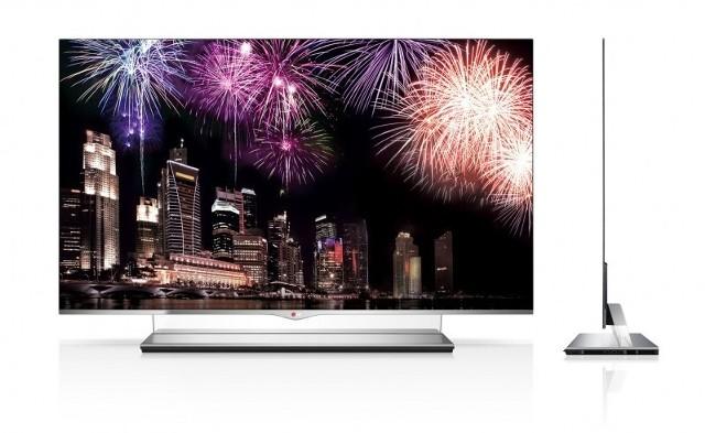 Nowy telewizor LGWRGB OLED TV model 55EM9700 ma 55 cali, a tylko 4 milimetry grubości. Waży niespełna 10 kilogramów