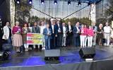 Kruszwica. Pod Mysią Wieżą, z okazji Europejskich Dni Dziedzictwa wojewoda nagrodził animatorów kultury. Zdjecia