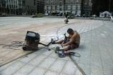 Wykuwali oświetlenie na placu Dąbrowskiego
