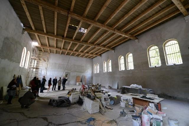 VIII LO W Poznaniu: Nowy budynek szkoły jest już prawie gotowy