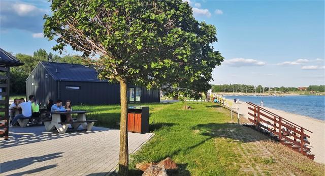 Przed otwarciem sezonu letniego Urząd Miasta Tarnobrzega rozpisał przetargi na mobilne punkty gastronomii oraz dzierżawę trzech nowych budynków gastronomicznych nad Jeziorem Tarnobrzeskim.
