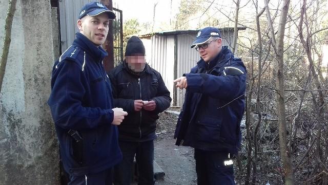Miejsca przebywania bezdomnych kontrolowali w ostatnich dniach dzielnicowi z Komisariatu Policji  w Szubinie. Informowali napotkane osoby, gdzie można dostać ciepły posiłek i nocleg