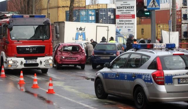 Tir staranował dziewięć aut w Gdyni