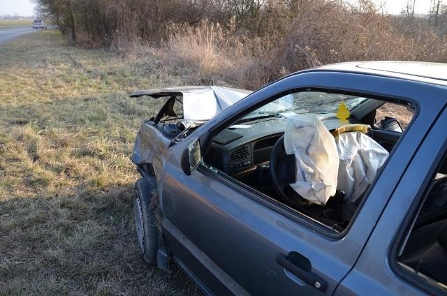 Wypadek pod Czernicą, volkswagen golf dachował