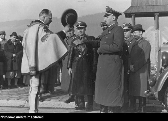 7 listopada1939delegacja górali z Wacławem Krzeptowskim na czele złożyła naWawelgubernatorowi generalnemuHansowi Frankowiwyrazy uznania oraz wręczył mu złotą ciupagę. 12 listopada Frank odwiedził Zakopane, gdzie Krzeptowski uroczyście przywitał go w imieniu górali. Tak rodził się Goralenvolk