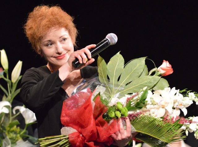 Anna Haba za rolę Piaf zdobyła dwa Leony - została najlepszą aktorką Lubuskiego Teatru sezonu 2013/2014 w plebiscycie widzów, a drugi laur otrzymała od dziennikarzy