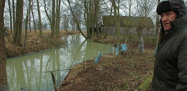 Białą wodę w rzece zobaczyłem dzisiaj nad ranem. Zastanawiałem się, co jest przyczyną zanieczyszczenia rzeki - mówi Sergiusz Wawrzeniuk, mieszkaniec Kożyna