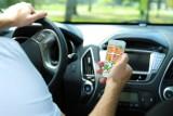 TOP 10 aplikacji dla kierowcy. Programy na smartfona, które pomogą na drodze. Pomoc w razie wypadku, informacja o spalaniu w trakcie jazdy