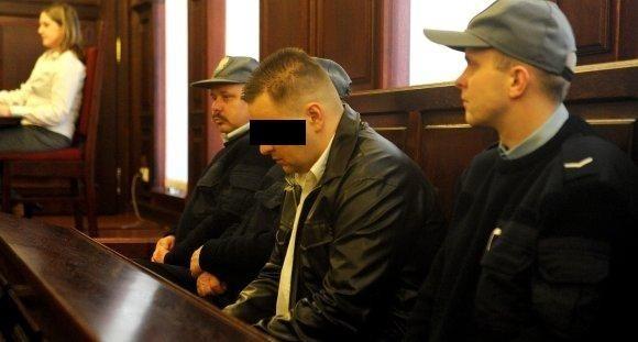 Adam Z. był już trzy raz karany. Z zawodu jest mechanikiem samochodowym. W liście do sądu napisał, ze myśli o samobójstwie w celi. Jego brat powiesił się w wojsku.