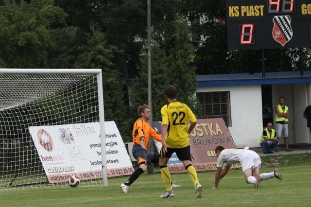 Piast Tuczempy, który w 2012 roku zdobył Puchar Polski na szczeblu wojewódzkim, to chyba jeden z najlepiej dotowanych wiejskich klubów. Z gminy dostaje roczną dotację w wysokości 120 tys. zł.