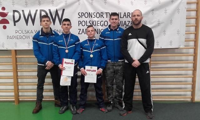 Ekipa Centrum Staszów z trenerem Wiktorem Skrobaczem.