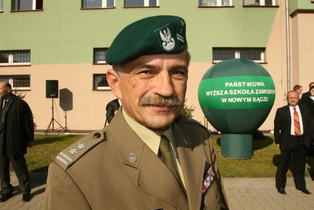 Ppłk Grzegorz Dobosz na razie wygrał konkurs na stanowisko pełnomocnika. Jak podkreśla, umowy jeszcze nie podpisał