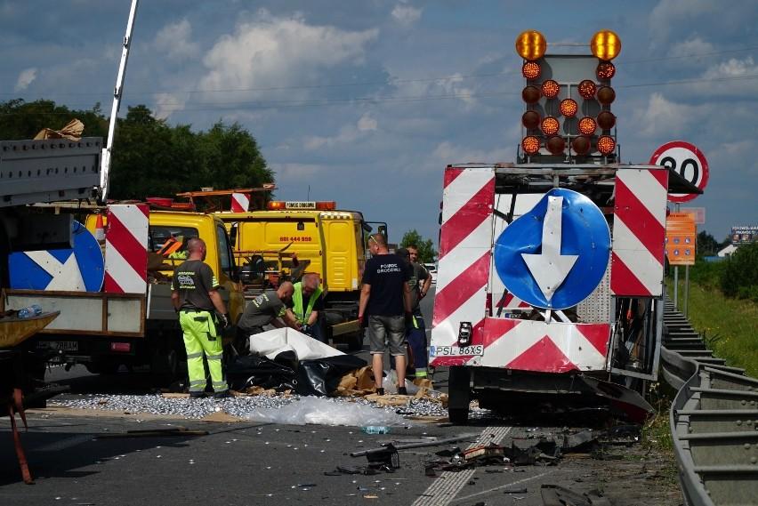 Kierowca busa został przewieziony do szpitala na badania. -...