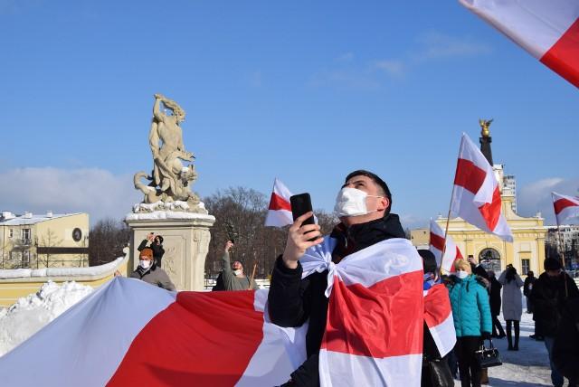 Balon z 30-metrową biało-czerwono-białą flagą wzbił się do nieba. To gest solidarności z Białorusią