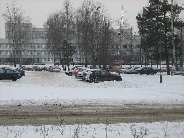 Parking przy szpitalu na razie jest bezpłatny