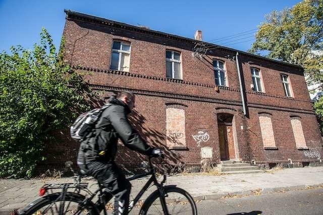 Ożywienie starego i pustego dziś  budynku przy ul. Staroszkolnej 10 - miałoby się tam przenieść Muzeum Kanału, byłoby to miejsce spotkań kolekcjonerów i różnych stowarzyszeń. To jedna z propozycji Rady Osiedla Okole. Co wymyślą mieszkańcy, nie wiadomo, bo