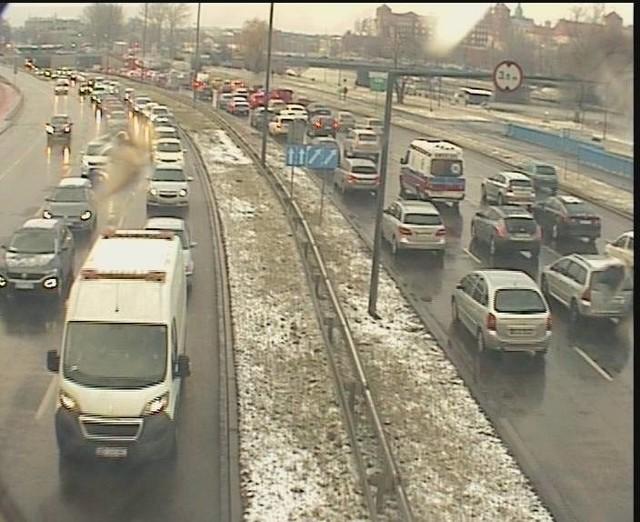 Korki w Krakowie i na obwodnicy Krakowa. Kierowcy mają dziś ciężkie chwile.