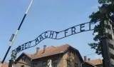 Antysemickie hasła w Muzeum Auschwitz pojawiły się na dziewięciu barakach. Kim są sprawcy?