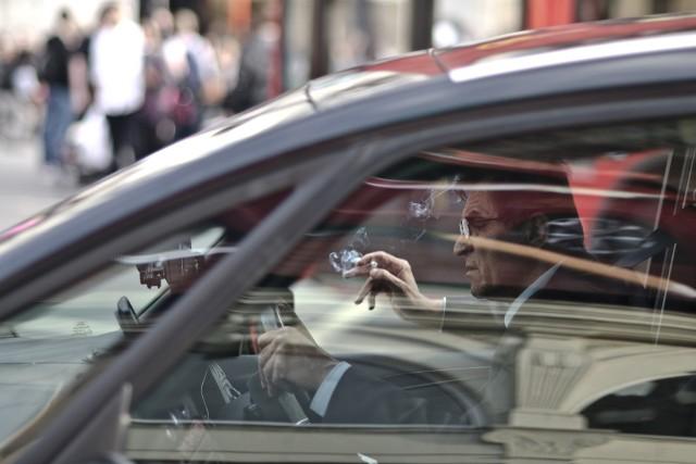 18 rzeczy które najbardziej denerwują kierowcówKlikając w kolejne zdjęcia znajdą Państwo pod nimi opisy 18 najbardziej denerwujących kierowców zachowań i rzeczy na polskich drogach.Zobacz kolejne zdjęcia. Przesuwaj zdjęcia w prawo - naciśnij strzałkę lub przycisk NASTĘPNE