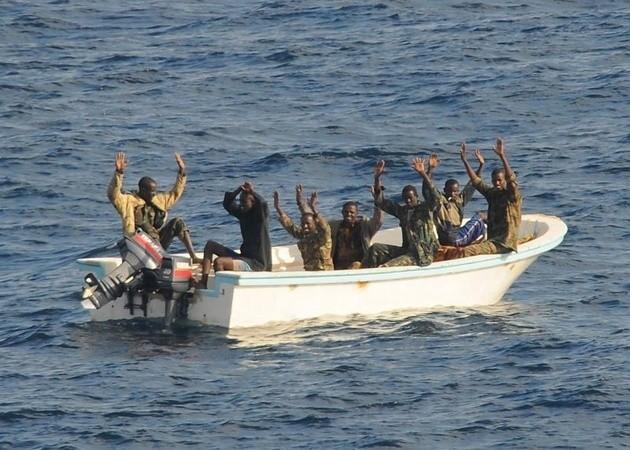 Współcześni piraci są nadal aktywni na morzach.
