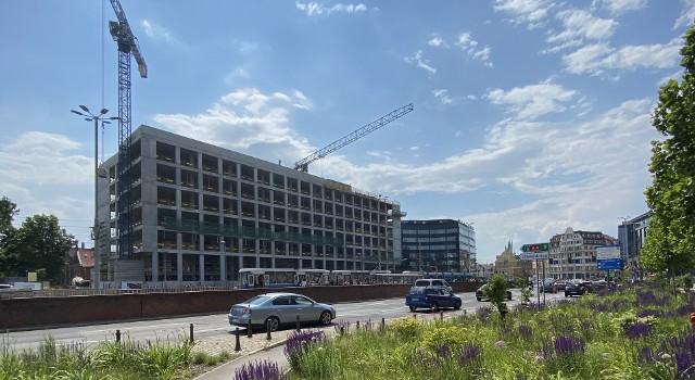 Na przełomie maja i czerwca zakończył się etap budowy biurowca w stanie surowym