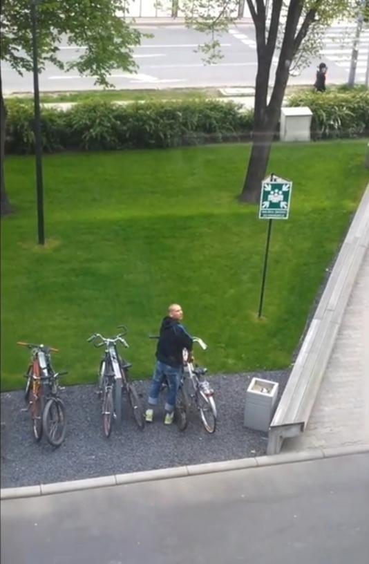 Próbował ukraść rower przed Pixelem. Rozpoznajesz go?