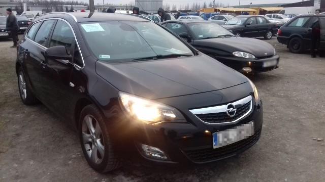 Wybrane oferty z giełdy samochodowej w Rzeszowie - 14 I 2018.Opel AstraSilnik 1.7, benzyna, rok produkcji: 2011, cena: 28 tys. 500 zł.