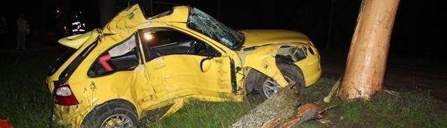 Kierowca Rovera zmarł w drodze do szpitala.