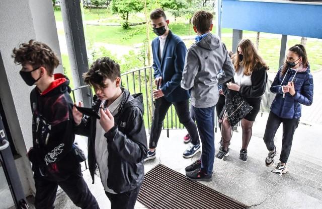 W SP nr 63 w Bydgoszczy egzamin ósmoklasisty zdaje 111 uczniów. Dziś (27 maja) uczniowie zmierzą się z zadaniami z języka obcego nowożytnego.