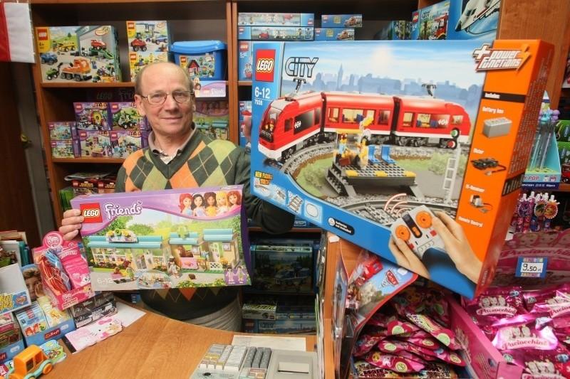 Bardzo popularnym prezentem na Dzień Dziecka w tym roku jest seria klocków Lego dla dziewczynek i chłopców – mówi Stefan Kolus, właściciel kieleckiego Centrum Zabawek.
