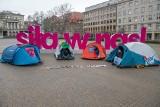 Rozpoczął się protest głodowy na placu Wolności grupy Extinction Rebellion Poznań. Do protestujących przyszedł prezydent Jacek Jaśkowiak