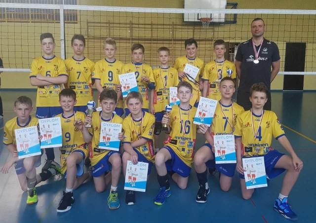 Całe podium wojewódzkiej ligi mini siatkówki dla Wifamy Łódź