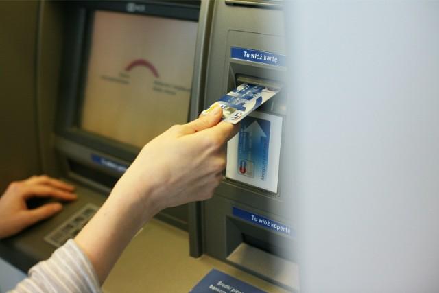 Największe banki w Polsce - ING Bank Śląski, Pekao i mBank - ostrzegają klientów przed falą oszustw na kryptowalutę.