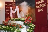 Stalowa Wola. W Wielki Piątek odsłonięte Groby Pańskie z postacią martwego Jezusa [ZDJĘCIA]