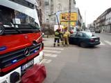 """Groźne zderzenie w Łodzi na skrzyżowaniu ulic Nawrot i Dowborczyków! Kierowca nie zatrzymał się przed znakiem """"Stop"""". ZDJĘCIA"""