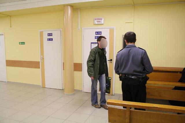 Krzysztof W. ma na koncie wyrok za fałszowanie monet pięciozłotowych, ale teraz został uniewinniony od tego zarzutu