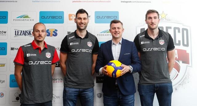 Asseco Resovia przedstawiła kilka dni temu trzech swoich nowych graczy, to: środkowi Grzegorz Kosok i Bartłomiej Krulicki oraz libero Bartosz Mariański